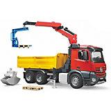 Bruder 3651 Profi-Serie MB Arocs Baustellen-LKW mit Kran, Schaufelgreifer, Palettengabeln und 2 Paletten 1:16