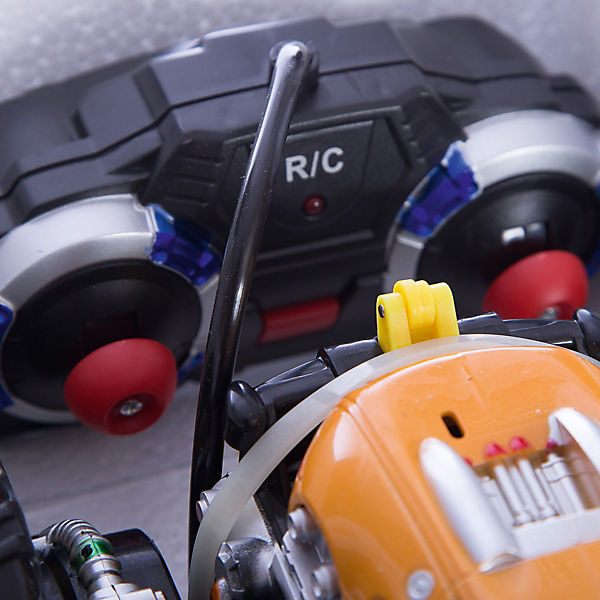 Радиоуправляемая машинка трюковая, желто-красная, ZC