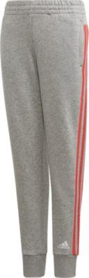 mädchen in adidas jogginghose