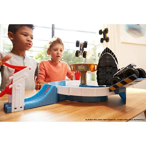 Игровой набор Hot Wheels Monster Trucks Поединок с акулой от Mattel