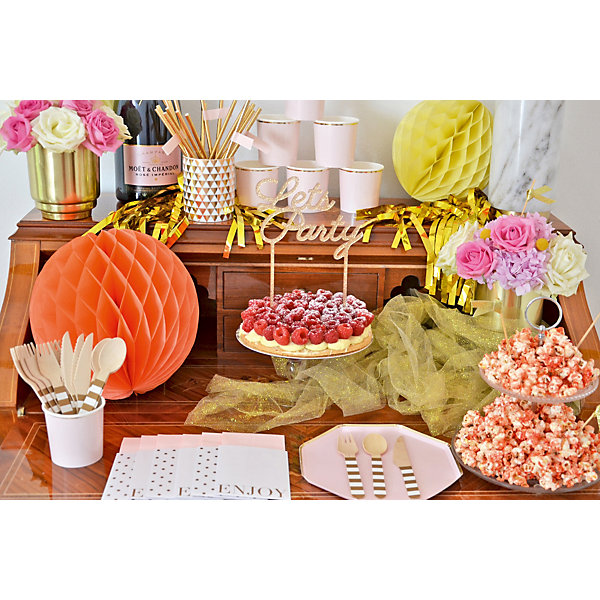 """Artikel klicken und genauer betrachten! - Du bereitest gerade eine Brautparty oder einen Junggesellinnenabschied vor? Na dann darf die """"All Day Rosé Bridal"""" Partybox aber auf keinen Fall fehlen! Von der liebevoll in Rosé-Tönen zusammengestellten Tisch- und Raumdekoration mit dem gewissen Etwas bis hin zu den Gastgeschenken bietet die Box die perfekte Ausstattung für eine rundum gelungene Brautparty bzw. den perfekten, stilvollen Start in den Junggesellinnenabschied.   im Online Shop kaufen"""