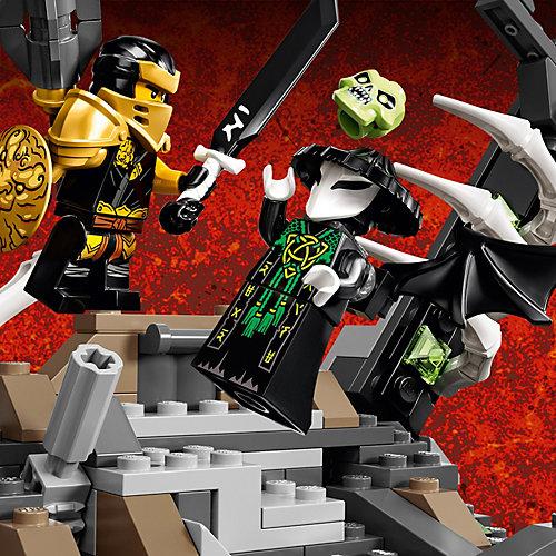 Конструктор LEGO NINJAGO Подземелье колдуна-скелета 71722, 1171 элемент от LEGO