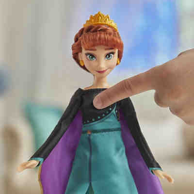Hasbro E8881XG0 Frozen 2 MUSICAL ADVENTURE ANNA