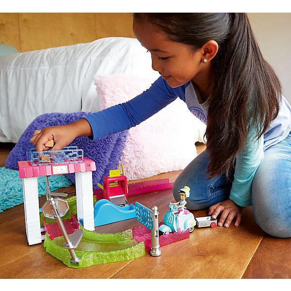 """Набор с куклой Barbie """"В движении"""" Почта"""